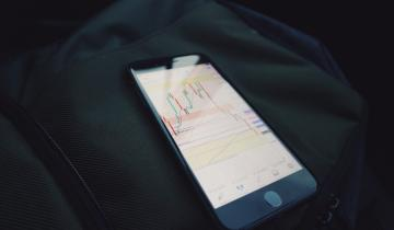 Altseason? Analyst Claims Sticking With Bitcoin (BTC) May Be Safer For Now