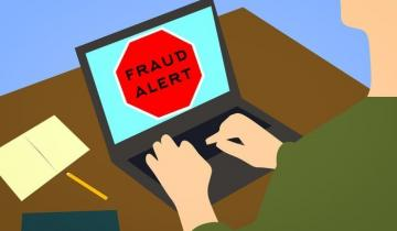 Australians lost nearly half-a-billion dollars to scammers in 2018, says ACCC