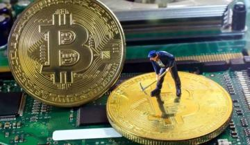 Bitcoins Mining Fees Mirror Rocketing Price Surge as Miners Cash in