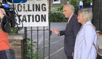 Pound Sinks, Stocks Down as Libdems and Nigel Farage Go Head to Head