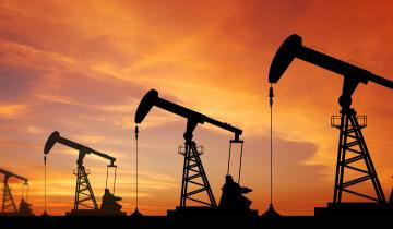 Can Longing Bitcoin and Shorting Oil Be a Viable Trade for 2020?