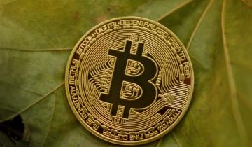 Bitcoins volume drops to 2020 average as price flirts with $7K
