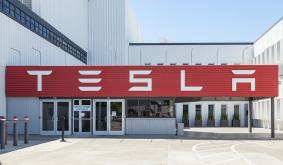TSLA Stock Down 3%, Tesla Offers 5,000 Jobs to Texas County as Part of Proposal for New Factory