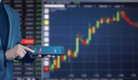 Popular Trader Gives Top Altcoin Picks to Go Exponential in 2021