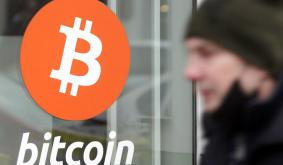 Australia is trailing when it comes to cryptocurrency, as banks and regulators fall behind the boom